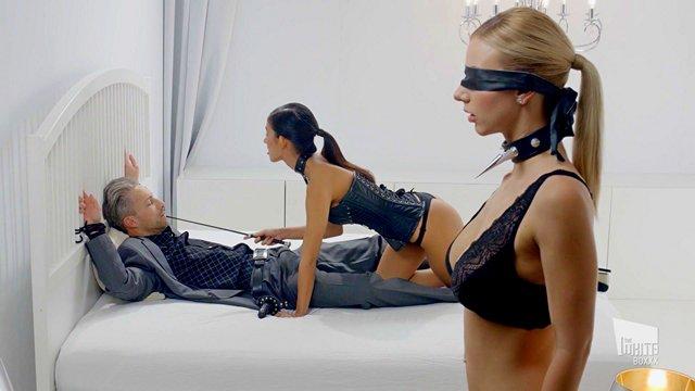 Гиг Порно Шикарная секс-фантазия в бдсм стиле с двумя похотливыми куколками в сексапильных нарядах HD Блондинки Брюнетки Жесткий Секс Минет Молодые Нижнее Бельё Секс Игрушки Униформа Фетиш гигпорно видео
